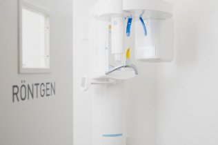 Moderne Diagnose: digitales Röntgen und Mundkamera